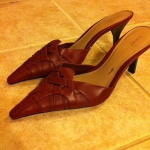 Great RED pointed toe heels!
