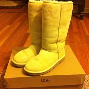 Light yellow authentic ugg boots
