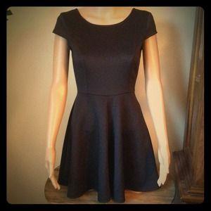 Dresses & Skirts - NWT Classy Little Black Dress
