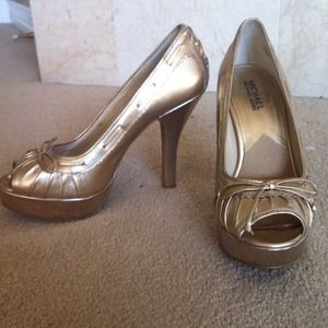 MICHAEL Michael Kors Shoes - MICHAEL Kors gold peep toe platform heels