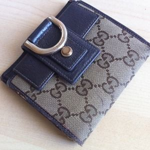 Gucci Clutches & Wallets - Reserved for Gatitafeliz only- Gucci wallet