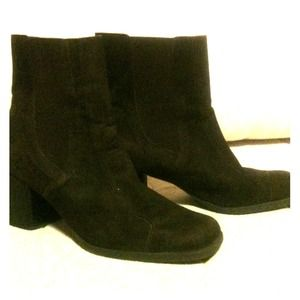 Unisa brown suede boots