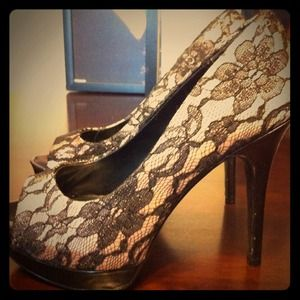 Shoes - 💟Reduced💟New Lace heels