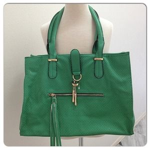 Handbags - 🔱NEW🔱 green bag