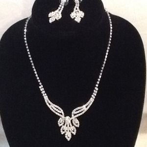 Jewelry - Princess necklace and earring set