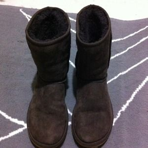 UGG Boots - Authentic UGG chocolate brown short boots