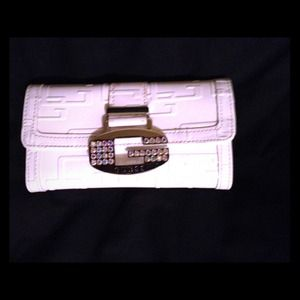 Guess Clutches & Wallets - 💛💛sold💛💛White wallet