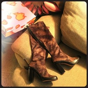 Donald Pliner Chenia Brown Suede Boots