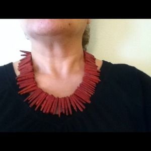 Red coral necklace withcrystals black