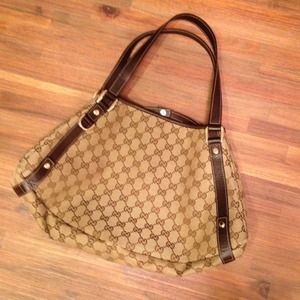 Gucci Handbags - Authentic Gucci shoulder bag!