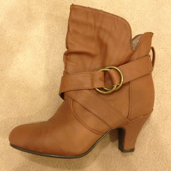 Shoes - Brown booties buckle detail & kitten heels size 6