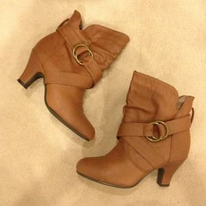Shoes - Brown booties buckle detail & kitten heels size 6 1