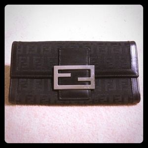 FENDI Handbags - FENDI BLACK LEATHER WALLET