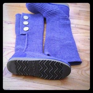 Authentic beautiful color UGG SIZE 7