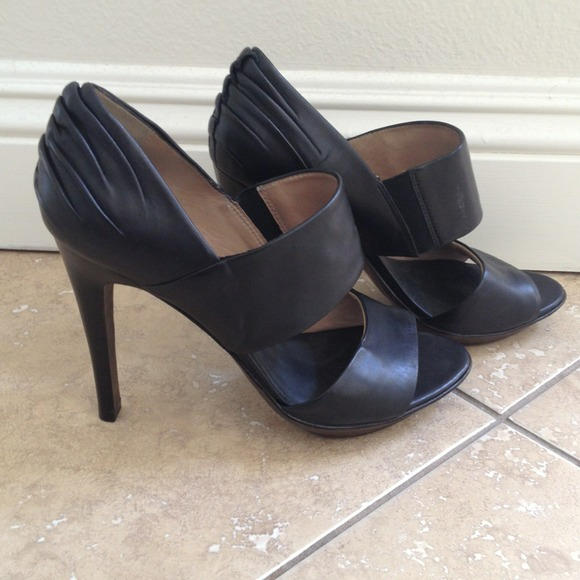 All Saints Shoes - ⬇REDUCED⬇ All Saints Cut Out Leather Pumps NEW