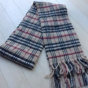 Burberry Accessories - Textured Burberry scarf