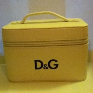 Dolce & Gabbana Handbags - Dolce & Gabbana white leather makeup case bag
