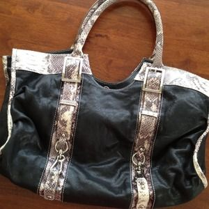 Handbags - 💥 ❗️CLEARANCE ❗💥Leather/Snakeskin Purse