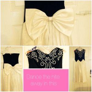 Dresses & Skirts - Niki cocktail dress
