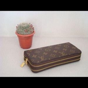 Louis Vuitton Clutches & Wallets - LV Wallet