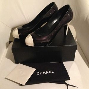 Authentic Chanel pumps..Really gorgeous, like new!