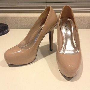 Anne Michelle Shoes - Nude platform 4.5 inch pumps size 6
