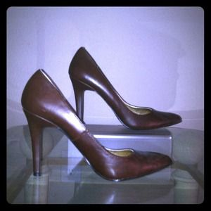 Chocolate pointed toe pumps