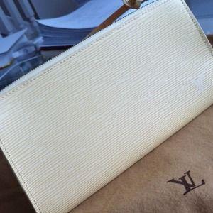 Louis Vuitton Epi leather Vanilla Pochette