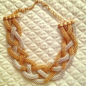 Jewelry - White & Gold Tone necklace