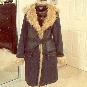 Jackets & Blazers - 😊$$PRICE REDUCED$$ Denim faux fur trim coat