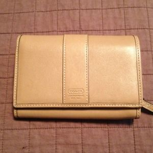 Coach Clutches & Wallets - NWOT Tan coach wallet
