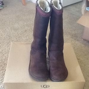Reserved @tlvalls Authentic brown suede Swell Uggs
