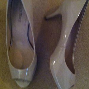 Ellen Tracy  Shoes - Ellen Tracy nude peep toe heels