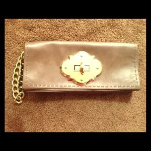 REDUCED AGAIN!!❤Cynthia Rowley leather clutch