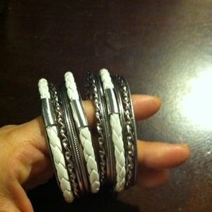 Jewelry - Gorgeous white bangles