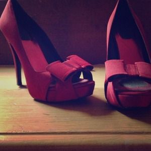 Shoes - Cute red pin up heels c: