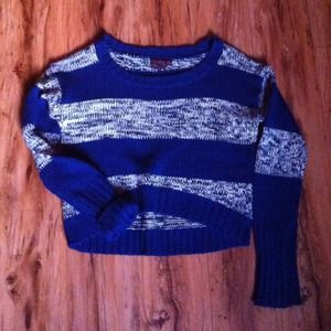 Outerwear - Cropped blue sweater!