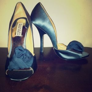 Badgley Mischka Hyde 7 M blue satin open toe heels
