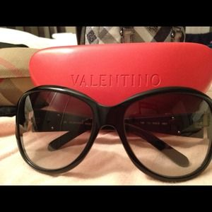 Valentino Accessories - Valentino sunglasses 😎