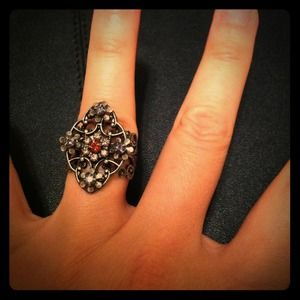 Jewelry - Pewter color floral motif ring with crystals