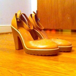 Marc by Marc Jacobs Shoes - marc by marc jacobs tan ankle strap pumps size 38