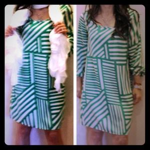 Dresses & Skirts - Very pretty print shift dress chic and classy