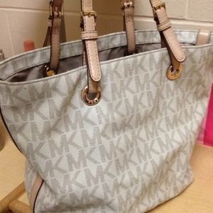 Michael Kors Jet Set Logo Tote Bag