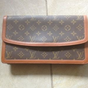 Louis Vuitton Handbags - Louis Vuitton mono. Pouchette Dame clutch Vintage