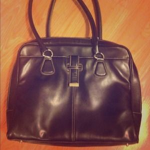 Handbags - Sleek Black Handbag🎈50%off🎈