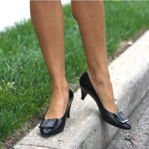 vintage Shoes - Vintage Kitten-heel Buckle Pumps