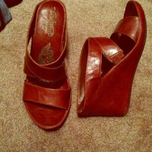 Kenneth Cole Shoes - Kenneth Cole brown wedged sandals.