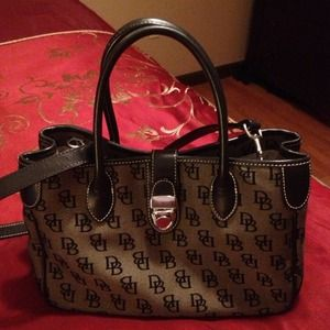 Dooney & Bourke Handbags - Authentic Dooney & Bourke purse.