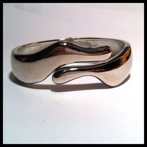 Jewelry - Silver Hinged Bracelet