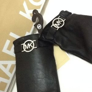 Michael Kors Accessories - Gloves